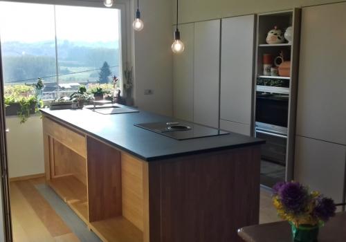 finestrone gran luce con cucina su misura